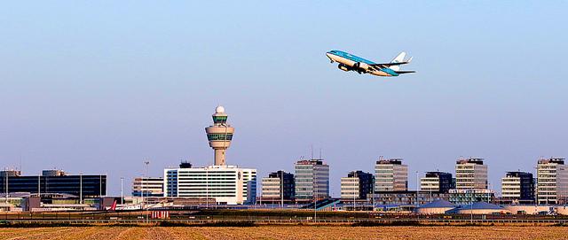 добраться из аэропорта амстердама