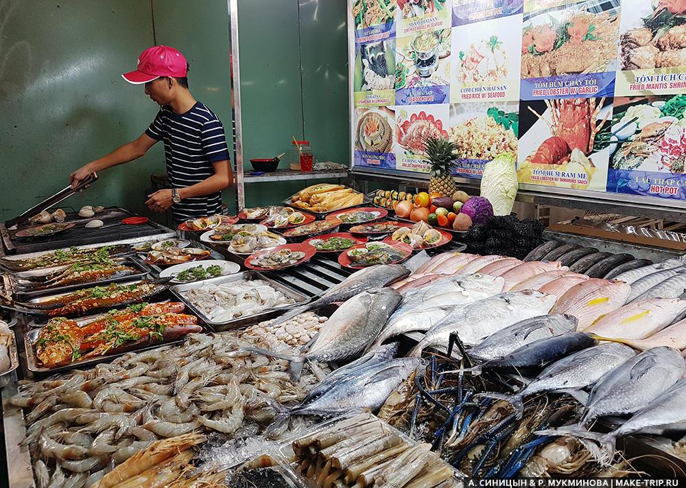 еда на ночном рынке на фукуоке