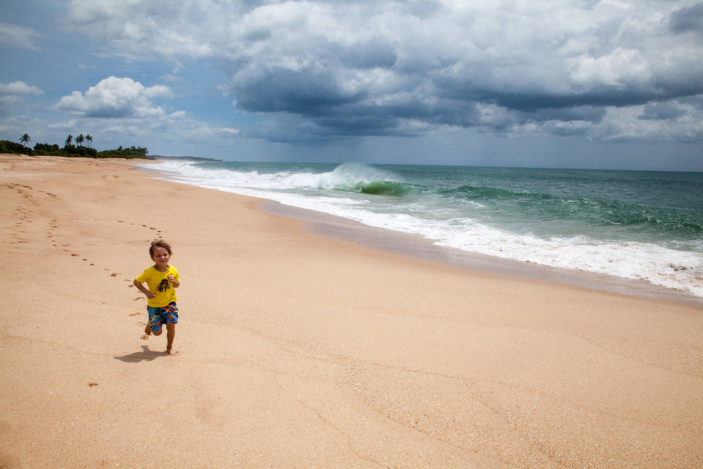 Где тепло на море в ноябре с детьми