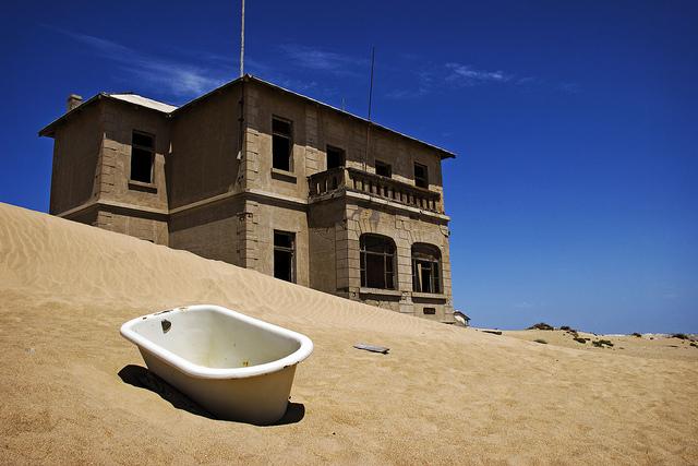 Город-призрак Колманскоп в Намибии. Фото
