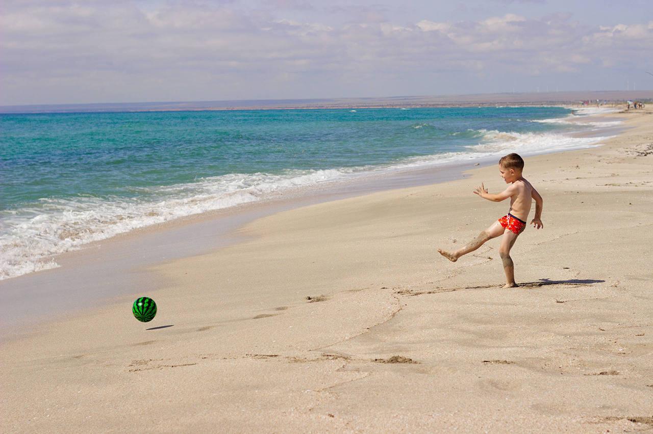 Где лучшие песчаные пляжи в Крыму для отдыха с детьми