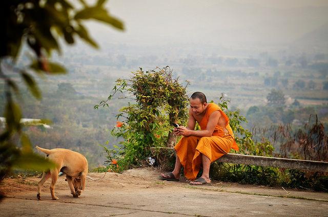 монах-буддист, как добраться до бангкока