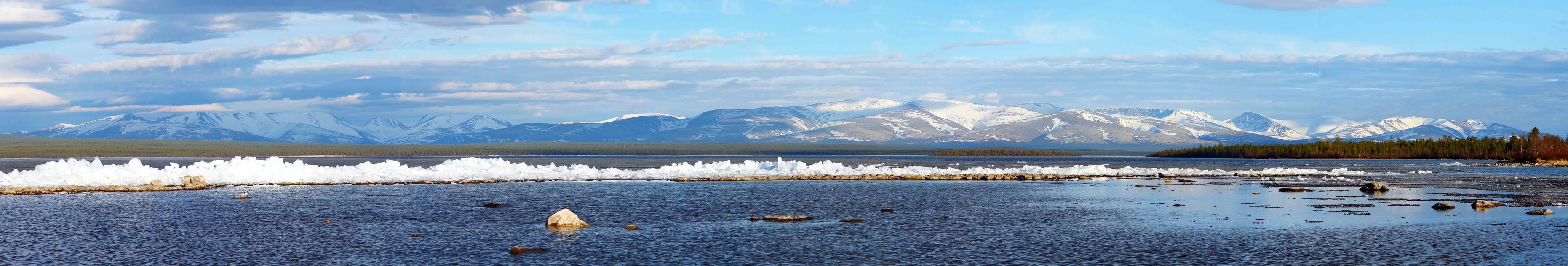 озеро Имандра (Россия, Кольский полуостров).
