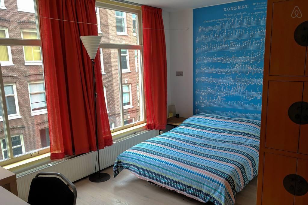 Недорогое жилье в Амстердаме