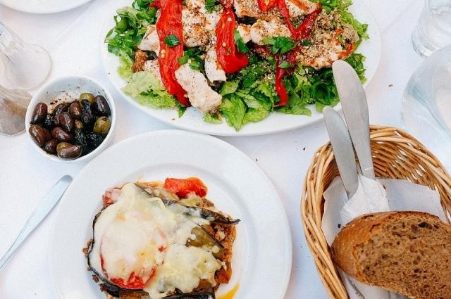 сколько стоит поесть в Греции?