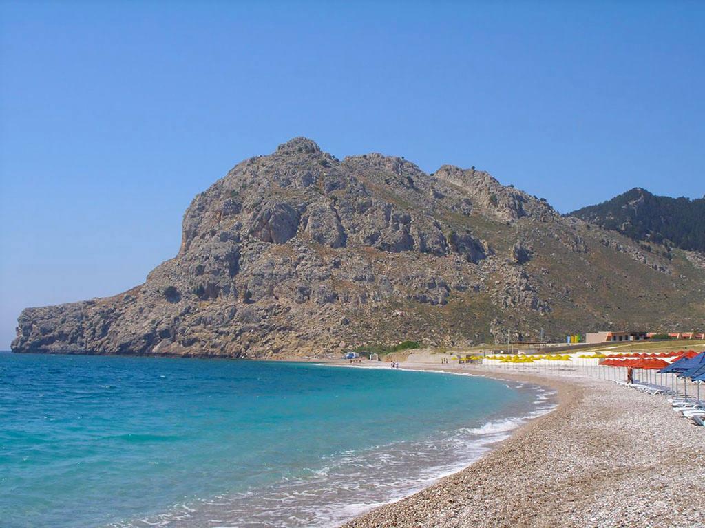 Пляж с песком на Родосе