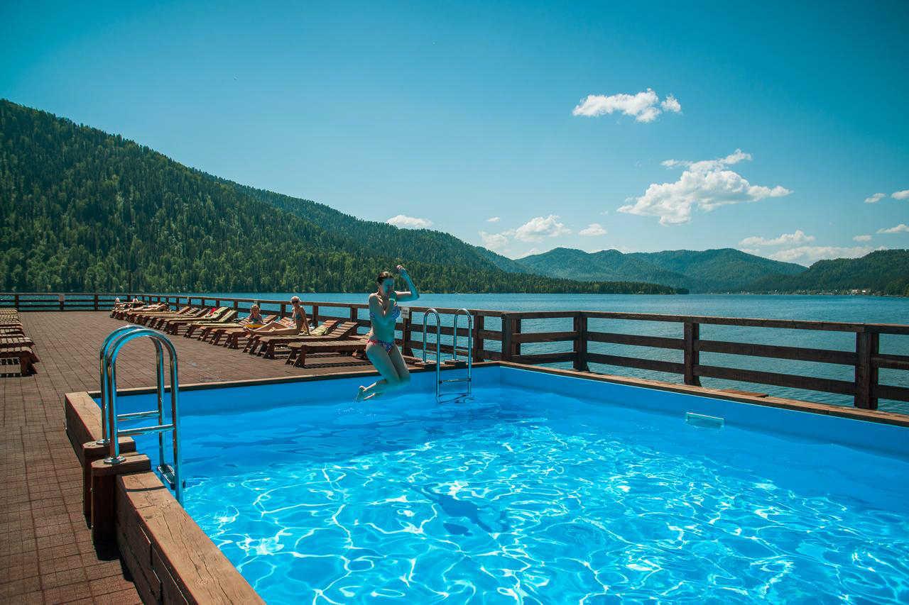 Базы отдыха с бассейном на Телецком озере