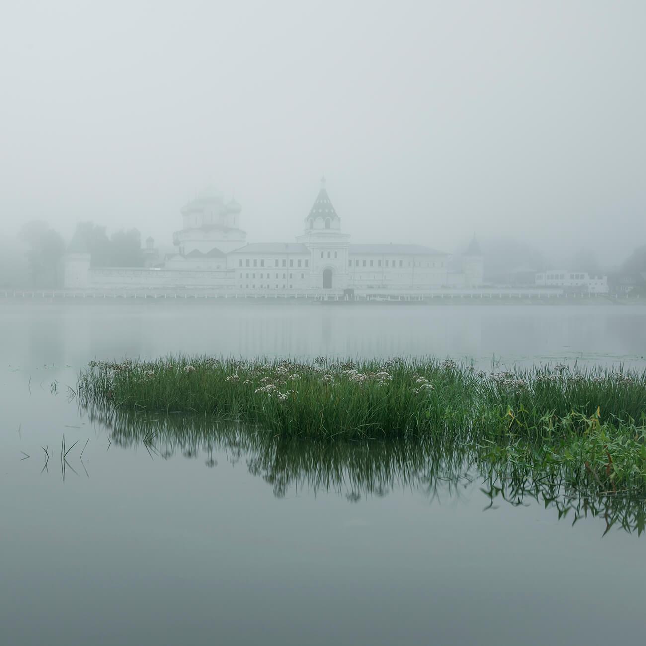 Монастыри и церкви Костромы