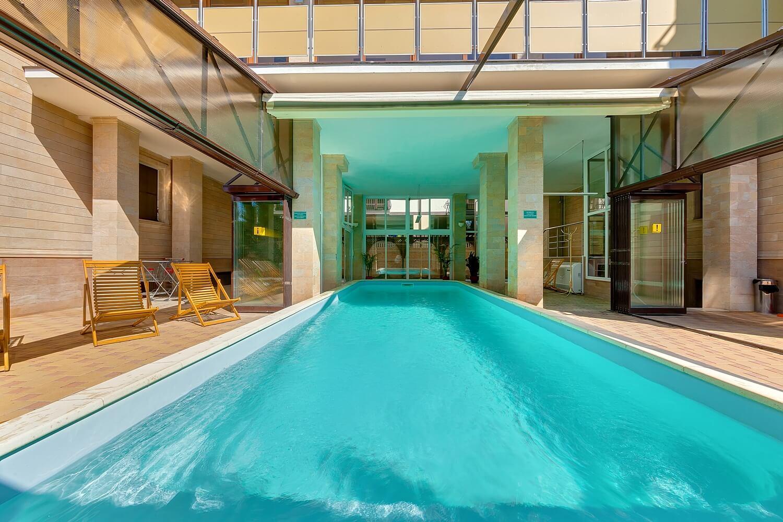 Отели Геленджика с бассейном с подогревом