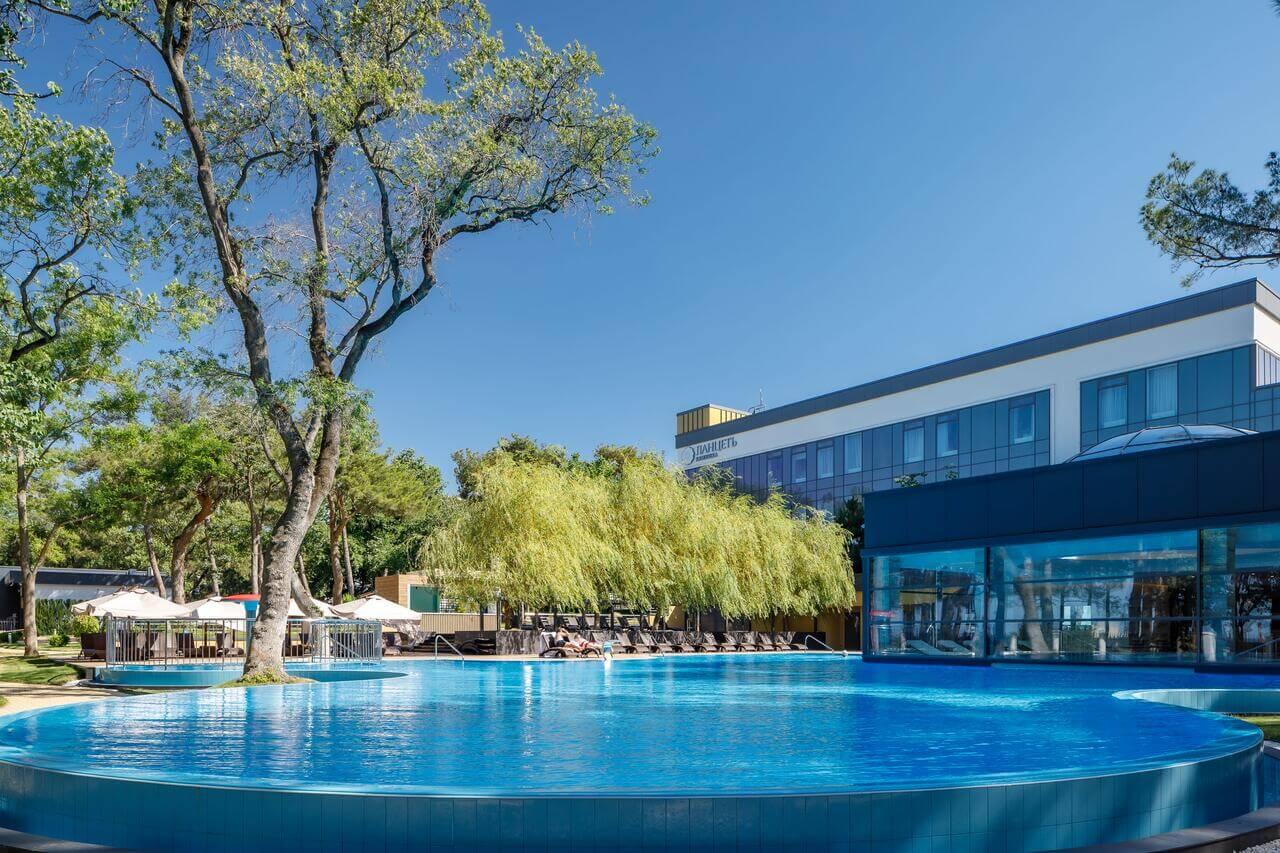 Отели Геленджика с подогреваемым бассейном