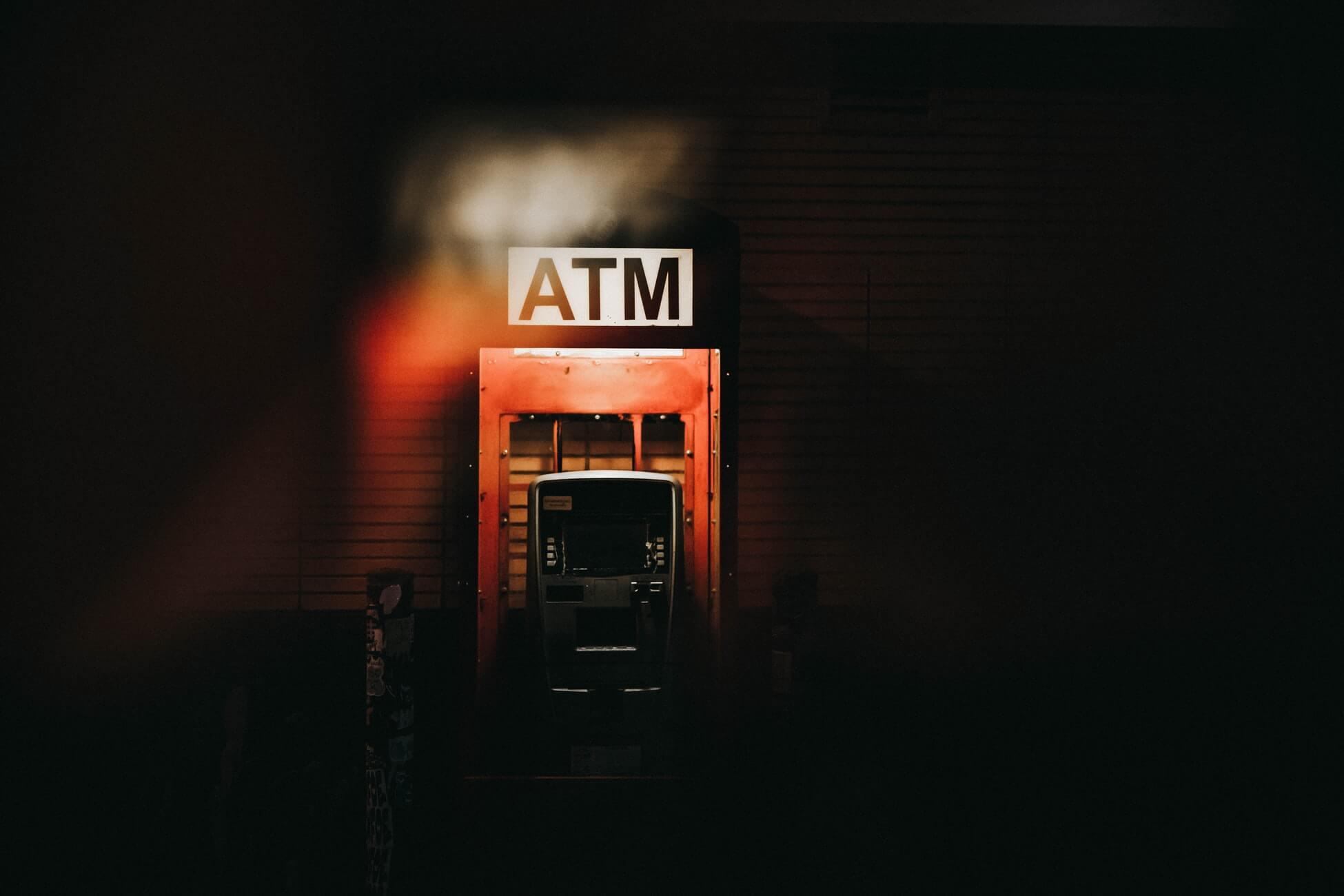 Безопасное снятие денег за границей