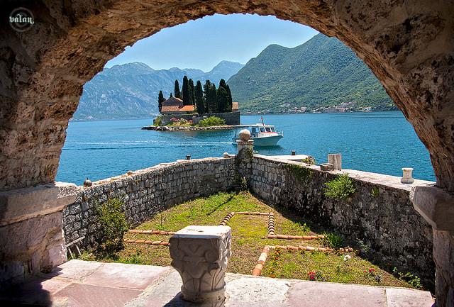недорогой отдых у моря за границей в черногории