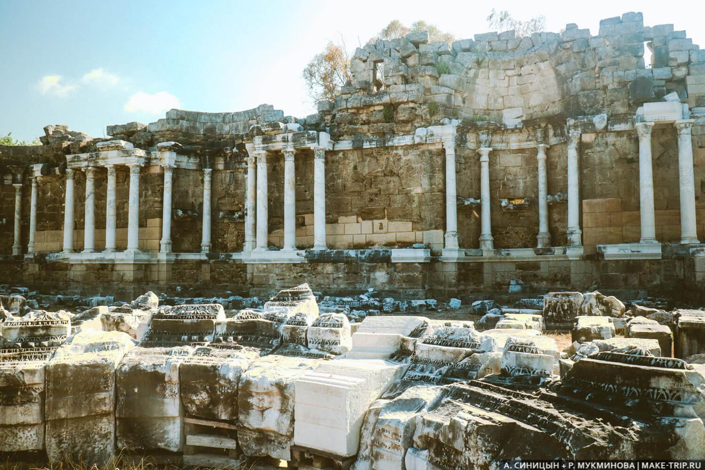 Руины нимфеума в Сиде