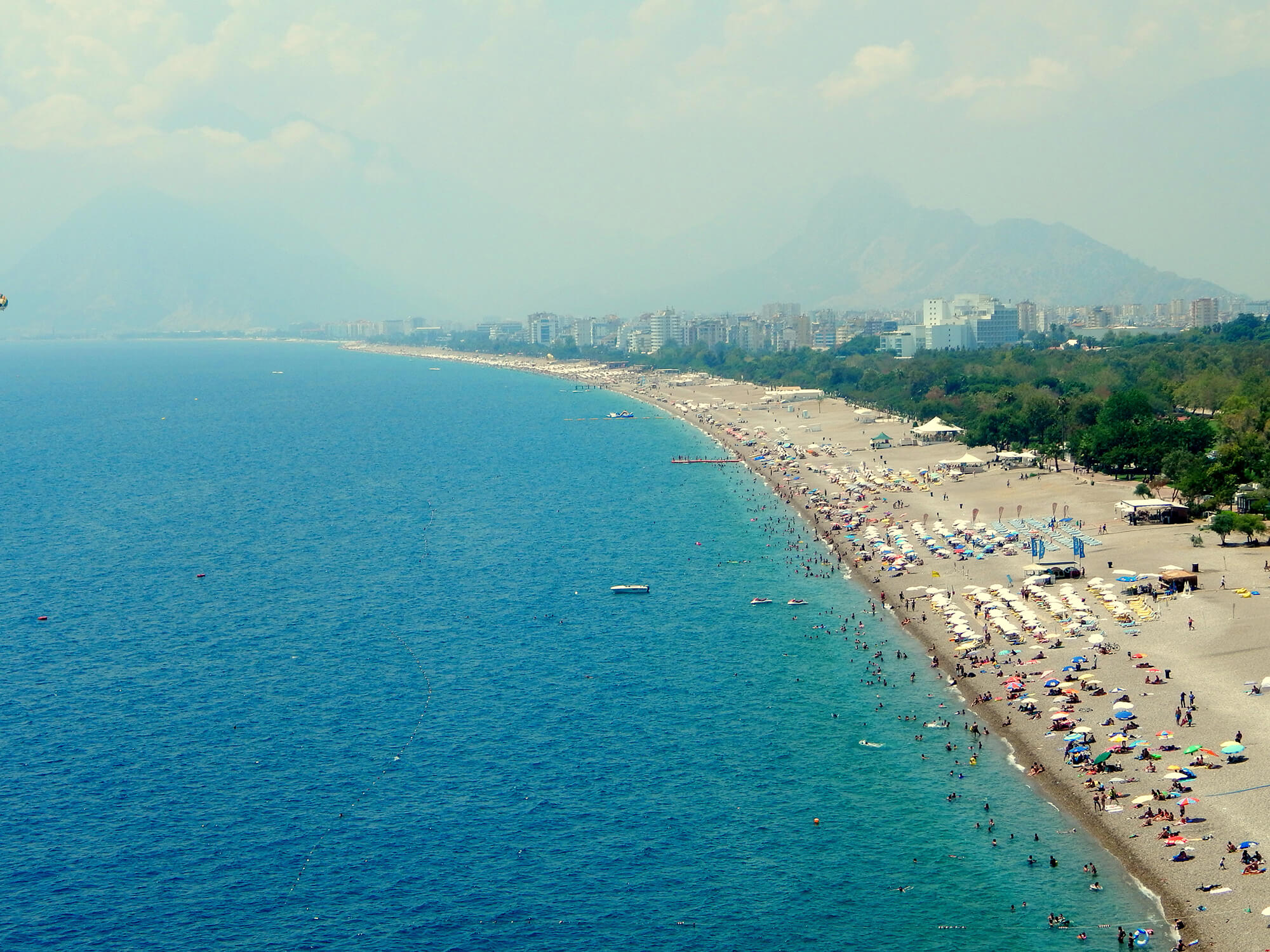 Песчаный пляж в Анталии