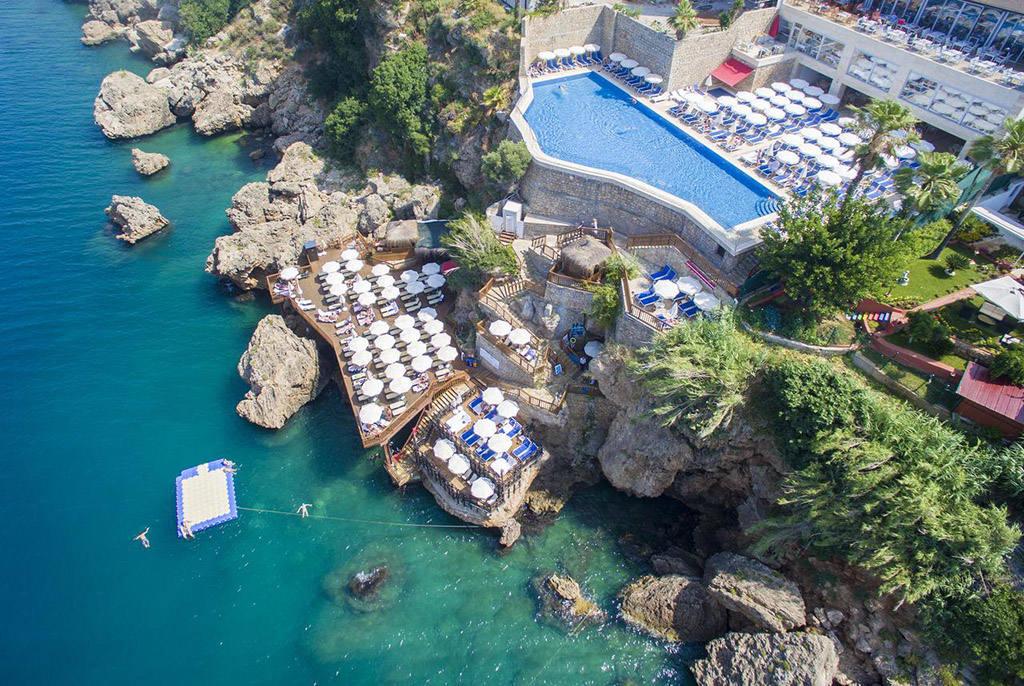 Отель с собственными пляжем