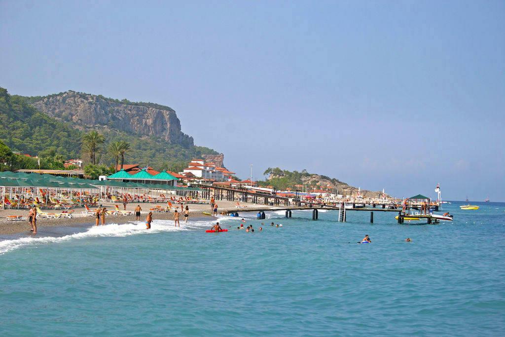 Галечный пляж в Кемере