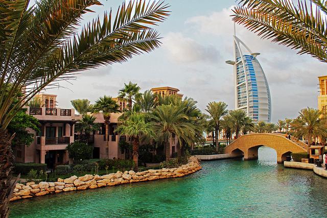 когда лучше ехать отдыхать в ОАЭ?