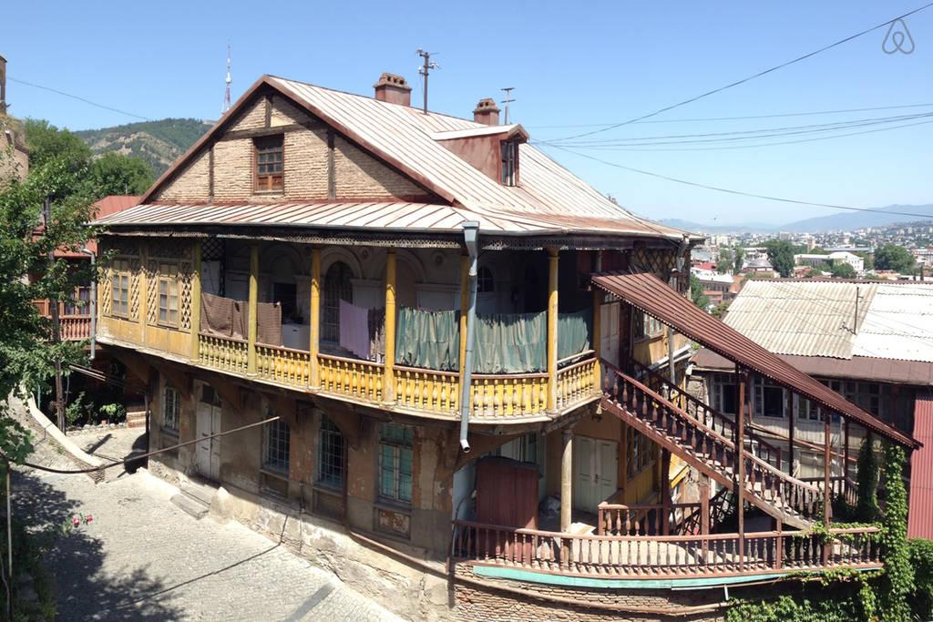 Жилье в старом стиле в Тбилиси